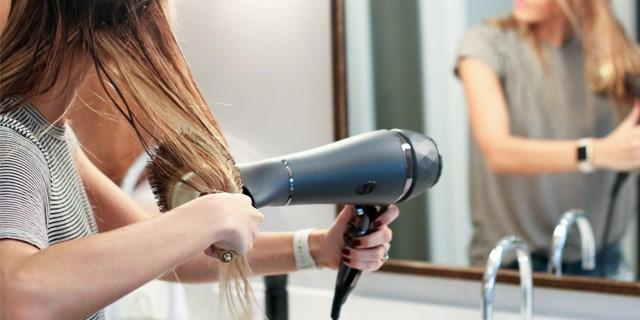 استفاده از سشوار یا استفاده برس برای موهای خیس